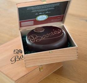 Die kleine Bareiss-Torte in der exklusiven Holzkiste.